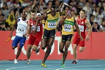 Usain_Bolt_gets_baton_from_Yohan_Blake_on_way_to_4x100m_relay_world_record_Daegu_September_4_2011