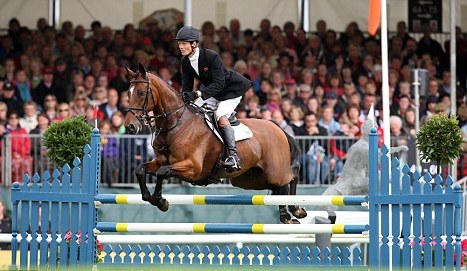 William_Fox-Pitt_showjumping_at_Burghley_September_4_2011_corrected