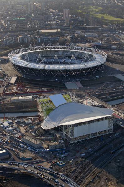 London_2012_Aquatics_Centre_with_Olympic_Stadium_in_background