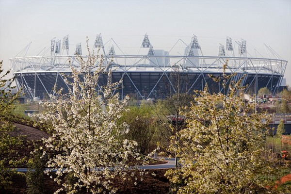 London_2012_Olympic_Stadium_in_spring