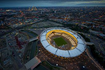 London_2012_Olympic_Stadium_lit_up_June_15_2011