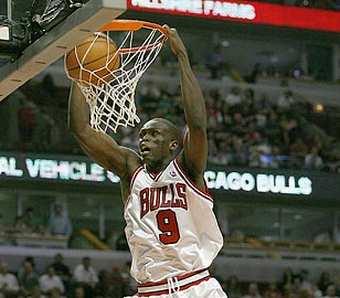 Luol Deng dunking