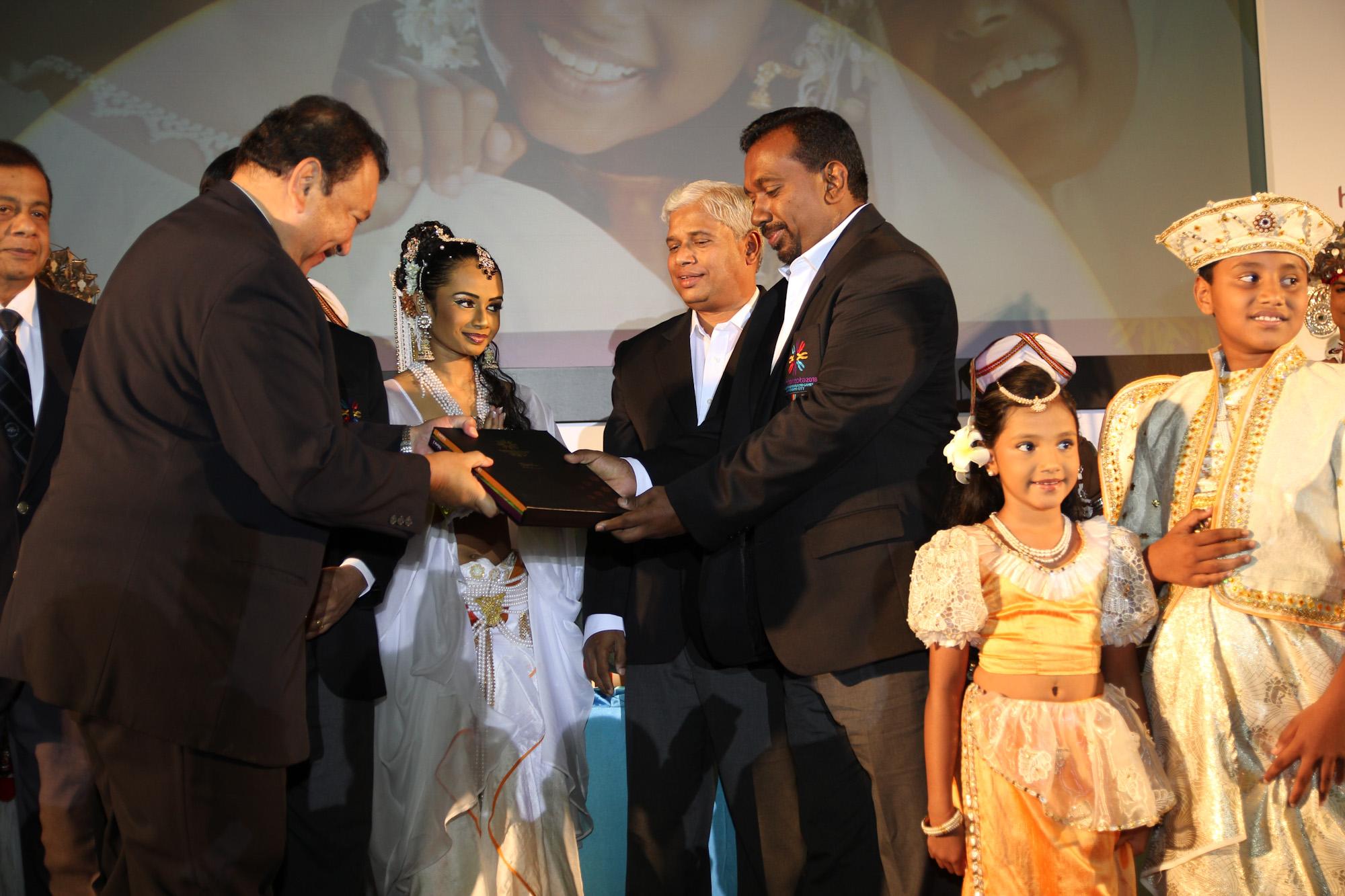 Mahindananda_Aluthgamage_at_Commonwealth_Games_handover_Kuala_Lumpur_May_2011
