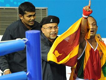 Manju_Wanniarachchi_with_Sri_Lanka_flag