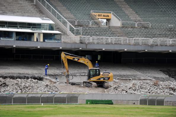 Maracan_Stadium_being_demolished_October_2010