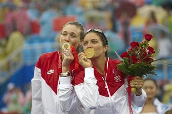 Misty_May-Treanor_and_Kerri_Walsh_celebrate_Olympic_gold_medal_2008