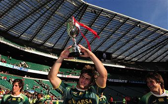 Neil_Powell_lifts_Emirates_London_Airlines_Sevents_trophy_May_22_2011
