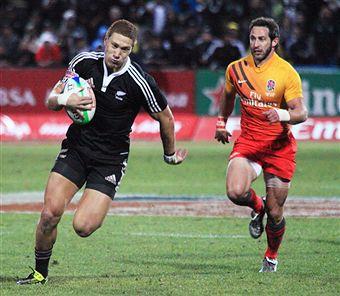 New_Zealand_score_try_v_England_in_SA_Sevens_December_2010