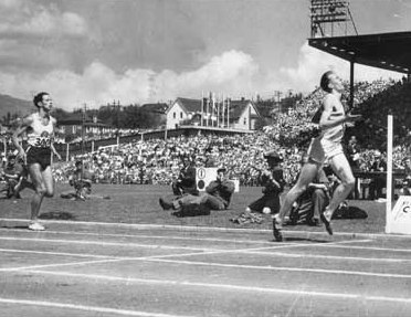 Sir_Roger_Bannister_wins_Miracle_Mile_Vancouver_1954