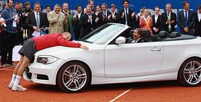 Nikolay_Davydenko_with_BMW_at_BMW_Open_Tennis