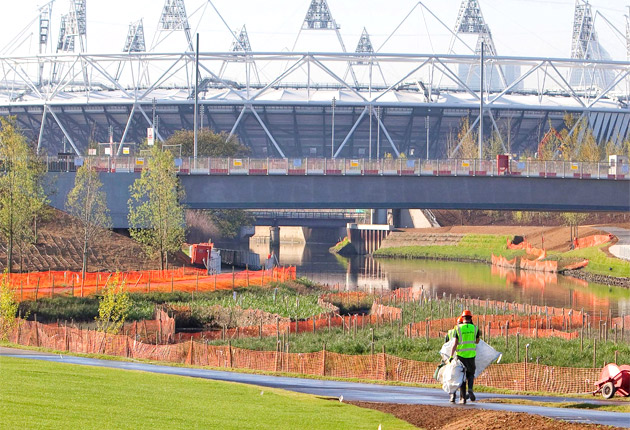 Olympic_Stadium_in_sunlight