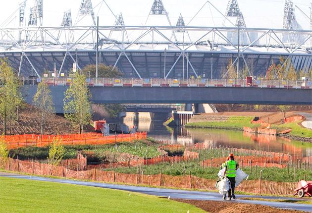 Olympic_Stadium_in_sunlight