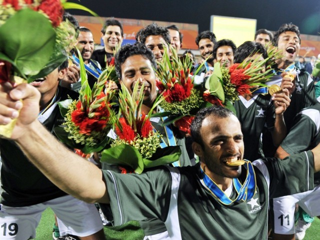 Pakistan_hockey_celebrate_Asian_Games_gold_2010