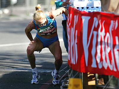 Paula_Radcliffe_on_toilet_break_London_Marathon_2005