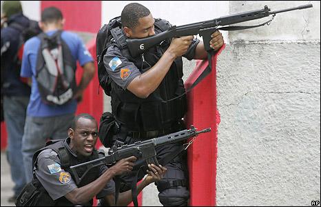 Rio_police_with_guns