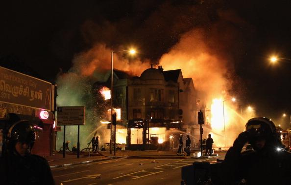 Riots_London_burning_building_August_8_2011