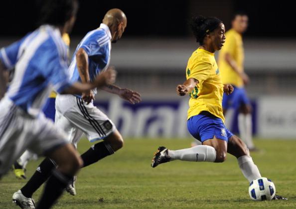 Ronaldinho_v_Argentina