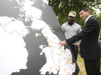 Sebastian_Coe_with_route_of_London_2012_relay