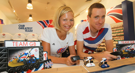 Sophia_Warner_and_Bradley_Wiggins_at_the_new_Team_GB_and_ParalympicsGB_shop_in_Westfield_Stratford_City_27-09-11