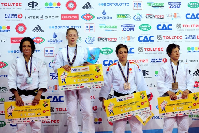 Sophie_Cox_with_bronze_medal_at_European_Judo_Championships_April_21_2011