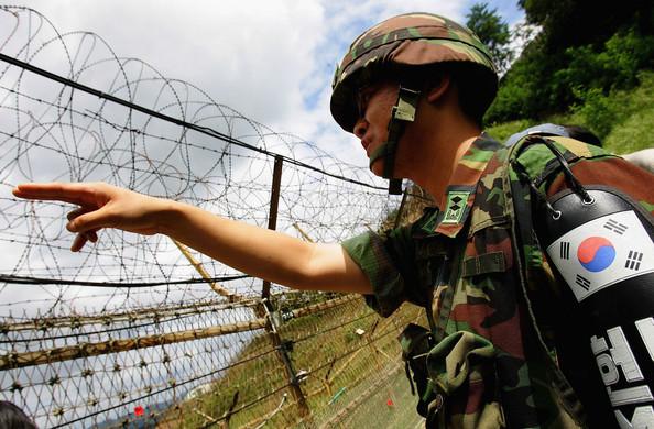 South_Korean_soldier_in_demilitarised_zone