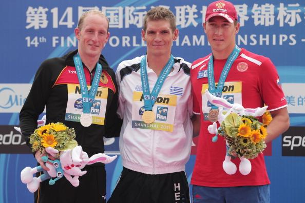 Spyros_Gianniotis_receiving_gold_medal_World_Championships_Shanghai_July_20_2011