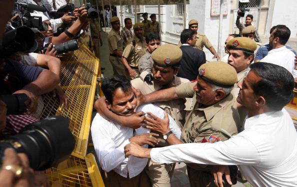 Suresh_Kalmadi_attacker_arrested_by_police_April_26_2011