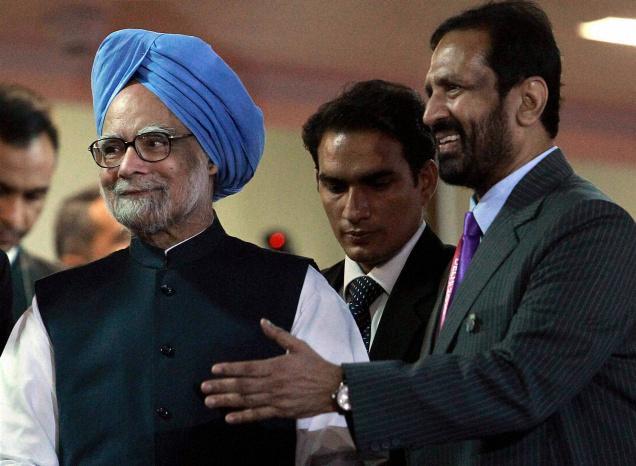 Suresh_Kalmadi_with_Manmohan_Singh_Closing_Ceremony_Delhi_2010