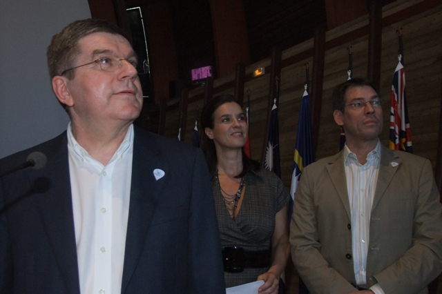 Thomas_Bach_presenting_for_Munich_in_New_Caledonia_March_26_2011