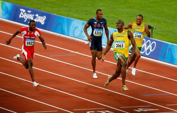 Usain_Bolt_celebrating_before_crossing_line_when_winning_100m_Beijing_2008