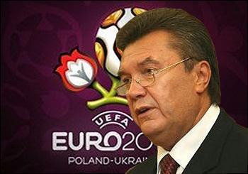 Viktor_Yanukovych_in_front_of_Euro_2022_logo