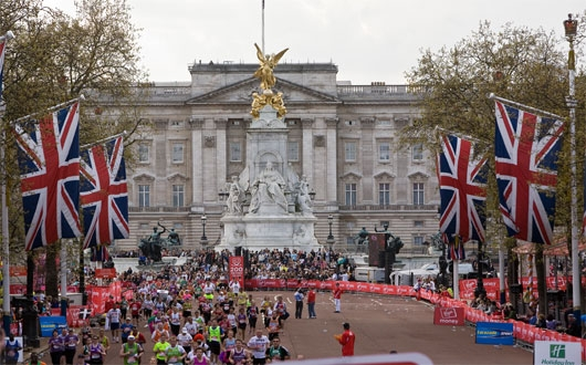 Virgin_London_Marathon_in_front_of_Buckingham_Palace