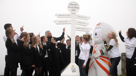 Wenlock_at_launch_of_Torch_Relay_in_Lands_End
